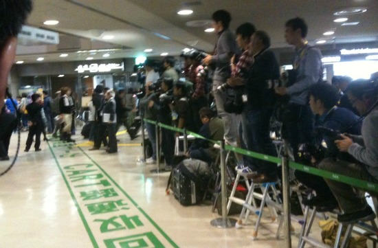 A crowd of Japanese journalists awaits the Mariners as they came through the Narita Airport on Friday.